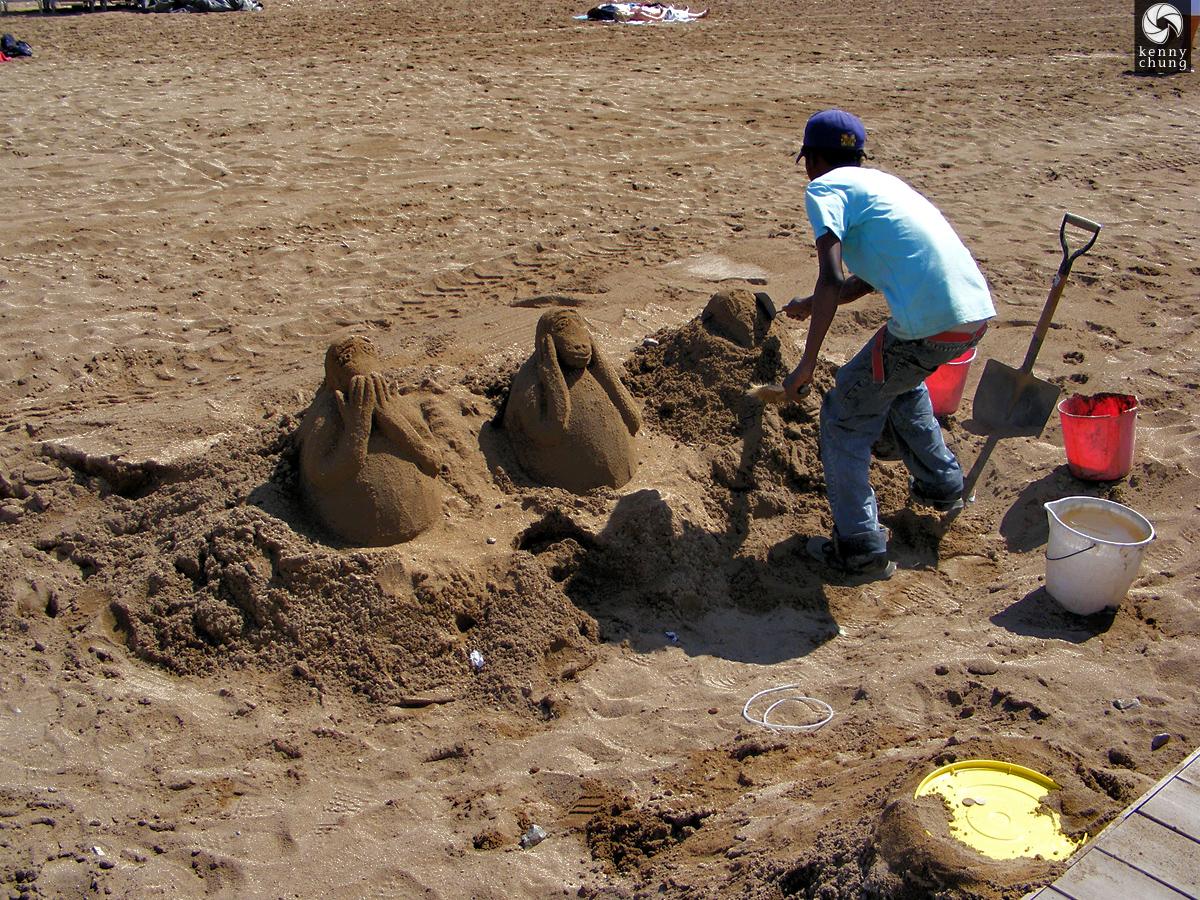 Three wise monkeys sand scuptures