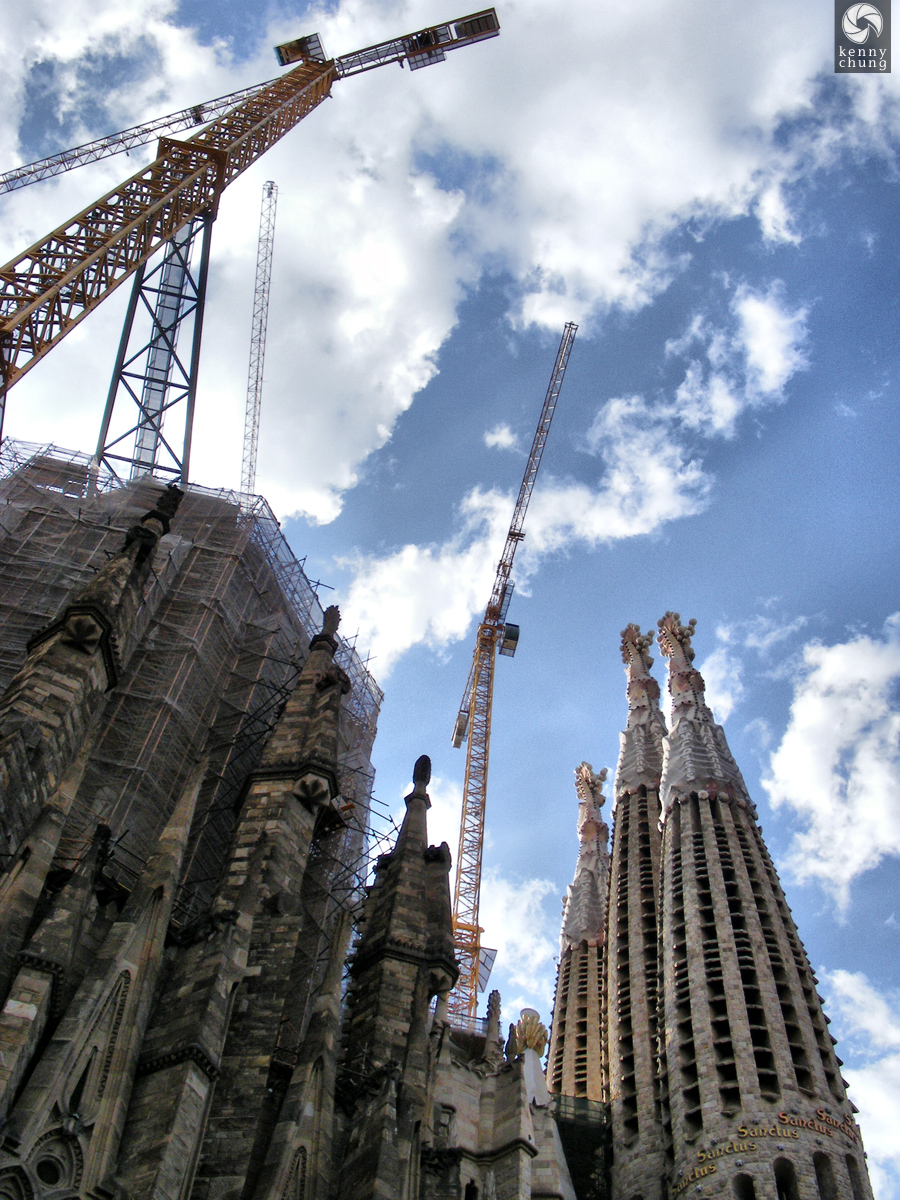 Sagrada Família under construction cranes