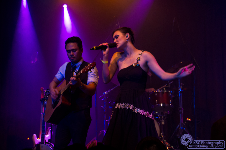 Dia Frampton singing Trapeze at Highline Ballroom
