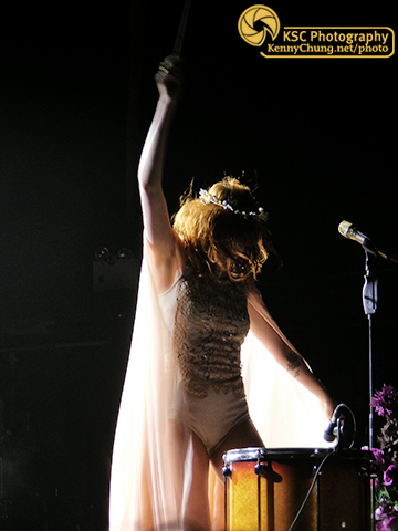 Florence Welch playing Drumming Song