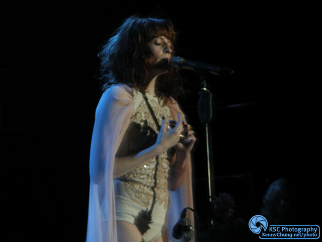 Florence Welch singing