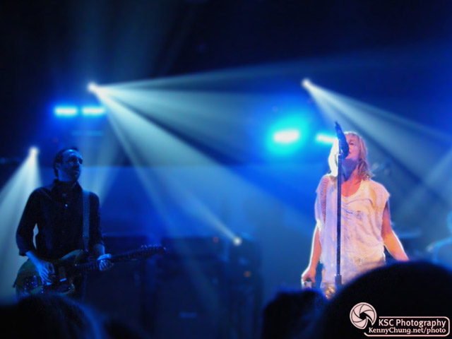 Jimmy Shaw and Emily Haines playing Help I'm Alive