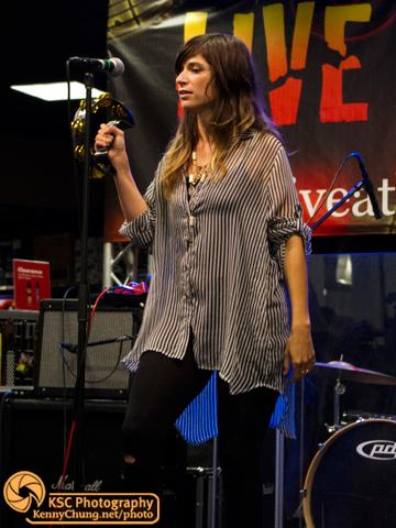 Nicole Atkins tambourine on Vitamin C