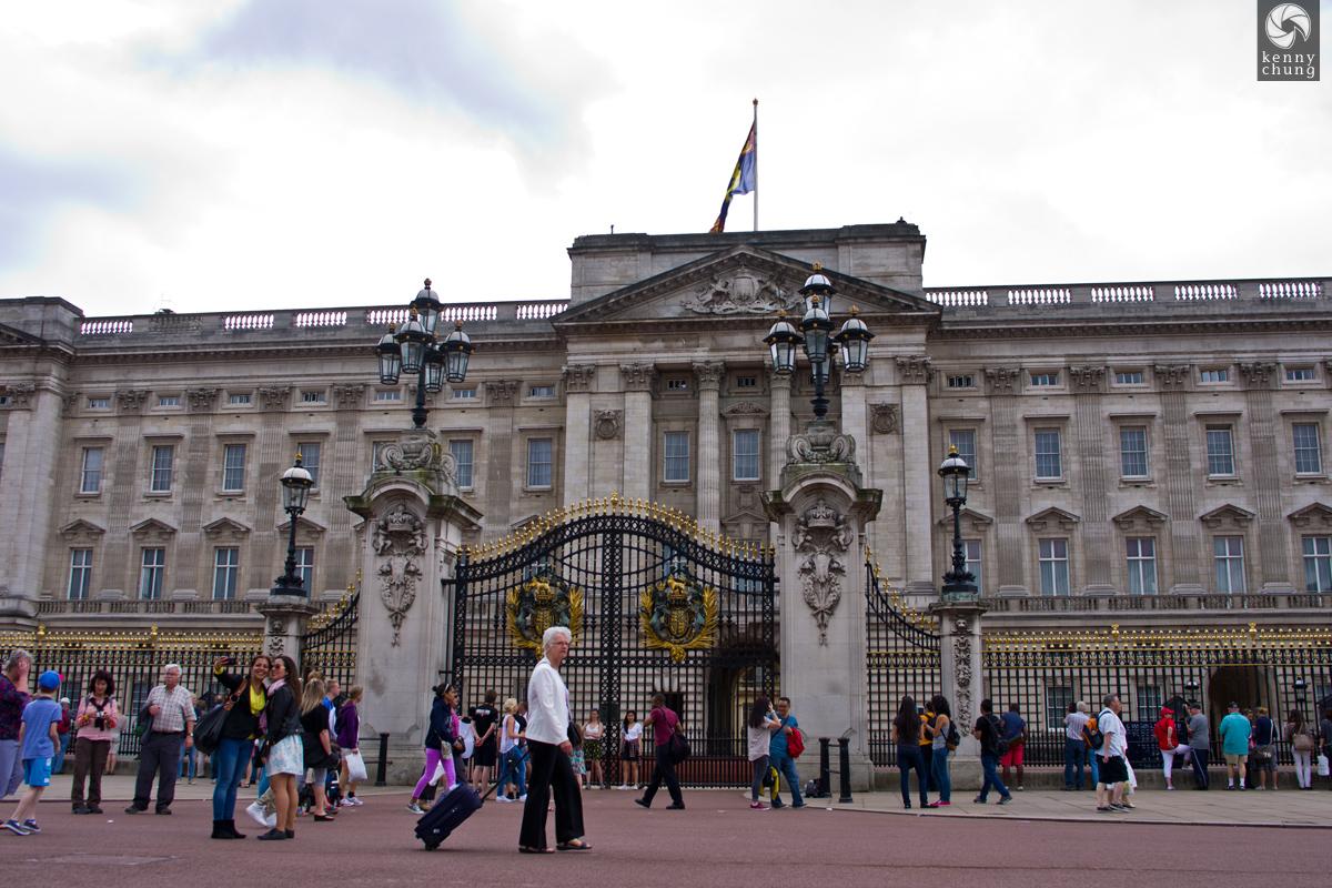Tourists at Buckingham Palace
