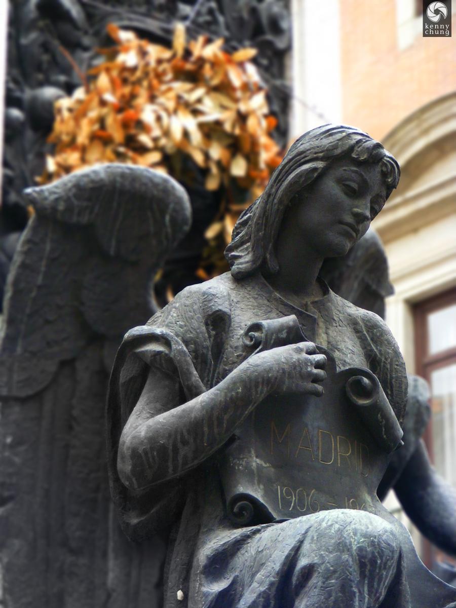 Victimas del Atentado Alfonso Statue