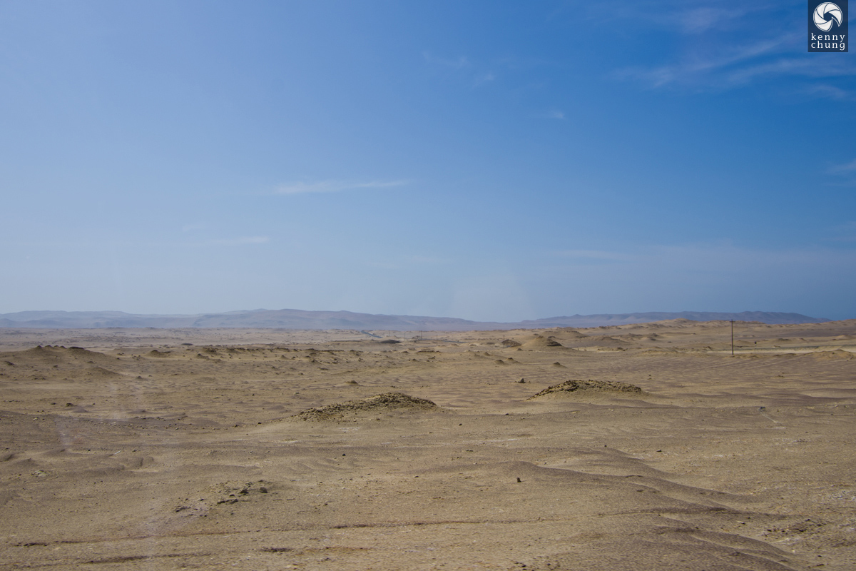 Desert sand and mountains in Paracas