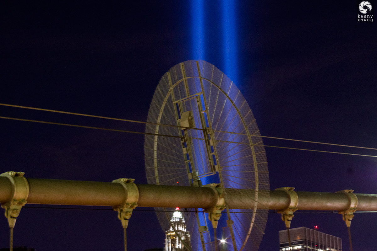 Tribute in Light 2016 through the Brooklyn Bridge