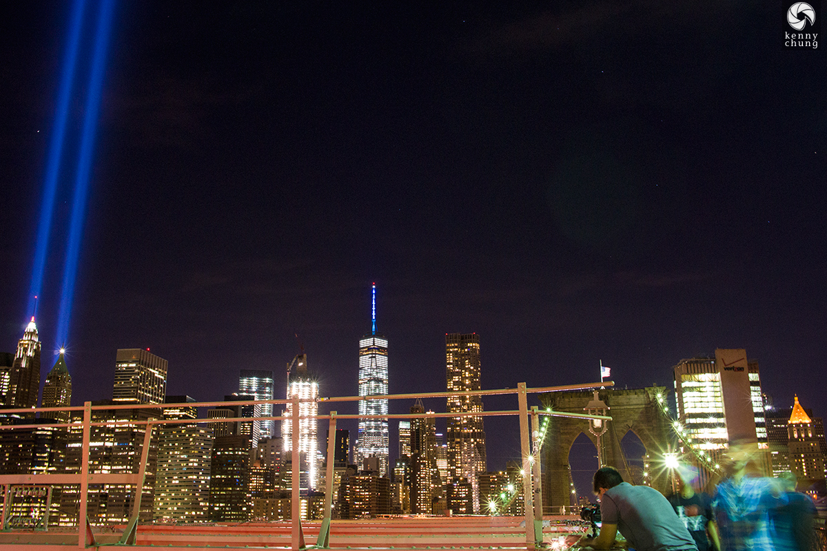 Spectators at the Brooklyn Bridge viewing the Tribute in Light 2016